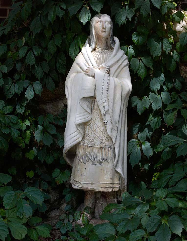 Скульптура Катери Текаквита. Фото: Википедия