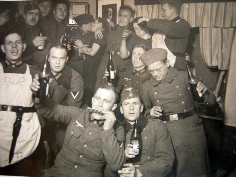 На оккупированных советских землях  фашисты создавали для своих военных специальные бордели. Источник: voprosik.net