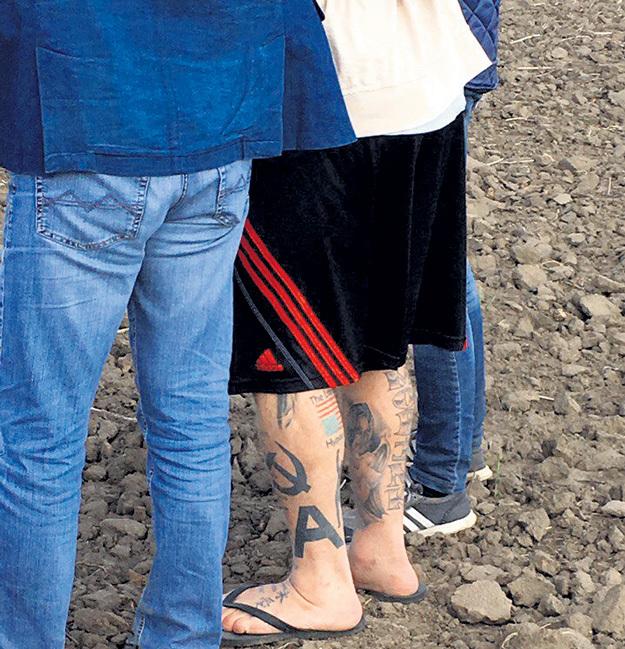 Чемпион считается большим поклонником сверхдержав, что видно по его тату.