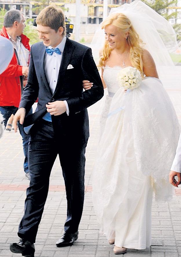 Анастасия ЗИНОВЬЕВА и Евгений КУЗНЕЦОВ стали мужем и женой во дворце спорта. Фото: «Комсомольская правда»