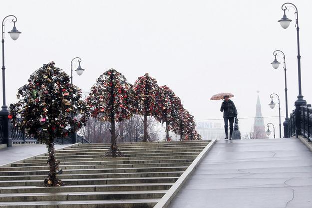 Лужков мост и «деревья любви». Фото: flickr.com (Tatters)