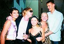 ДВА АНДРЕЯ - АППОЛОНОВ И КИРИЛЕНКО: с двумя Машами и стилистом Мариной (в центре)
