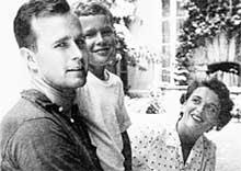 ПРЕЗИДЕНТСКОЕ СЕМЕЙСТВО: мало Буш-папа драл сыну задницу в детстве