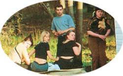 НЕ ЖДАЛИ: сутенер с девицами не успели смыться от фотокамеры
