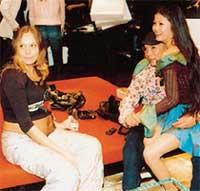 &#034ИВАНУШКА&#034 - ОЛЕГ: балдеет в компании своей девушки Насти и пассии Рыжего - беременной Маши (слева)