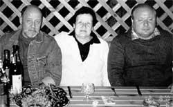 АРИАДНА ПАВЛОВНА С СЫНОВЬЯМИ: старший - Никита Бажов, младший - Егор Гайдар