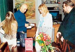 МИША ФИЛИМОНОВ: помогает разбирать подарки ко дню рождения Пригожина
