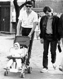 1987 ГОД: Дасаев, гуляя с малюткой Эльмирой, и представить не мог, что его дочь завоюет золотую медаль для Испании
