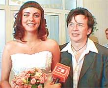 ЖЕНИХ И НЕВЕСТА: про их бракосочетание узнал только местный карликовый телеканал
