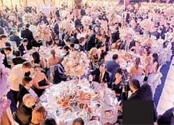 БАНКЕТ: в зале, арендованном за $35 000, разместились 500 гостей