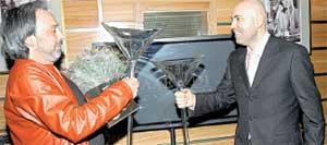 ПО РЮМОЧКЕ, ПО МАЛЕНЬКОЙ: г-н оформитель Краснов чокнулся с Пригожиным подаренными бокалами
