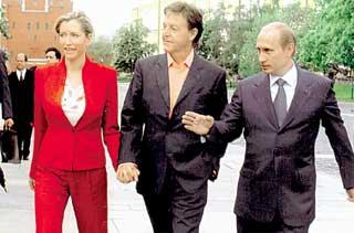2003 ГОД: для легендарного экс-«битла» и его жены Хизер, экскурсию по Кремлю провел сам Владимир Путин