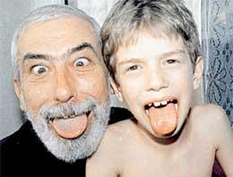 С ПРОДОЛЖАТЕЛЕМ РОДА: у внука явно есть актерские способности