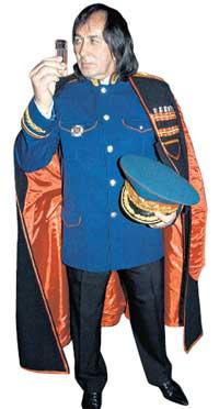 НУ, ЗА ГЕНЕРАЛА: вместе с высоким званием юбиляр получил и мундир