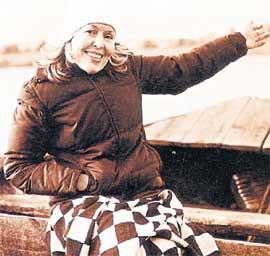 КОРМУХИНА: до домика на острове Залита добирается на лодке
