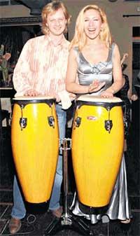 МУЗЫКАЛЬНОЕ СОПРОВОЖДЕНИЕ: гости танцевали под бой барабанов