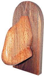 ПОДАРОК АРМЯНСКИХ ЖУРНАЛИСТОВ: деревянный нос Фрунзика висит в доме Вахтанга Константиновича на почетном месте