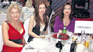 СЕМЬЯ ГУБЕРНАТОРА: Фаина Громова с дочерьми Валей и Женей