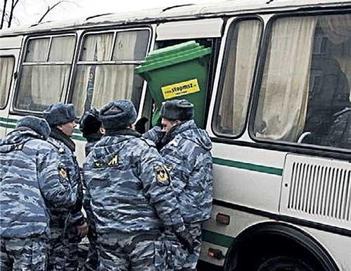 «Мусорный бачок» обзывал милицию «мусорами»