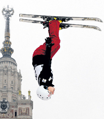 Такие прыжки - обычно дело для фристайлистов (Фото ИТАР-ТАСС)