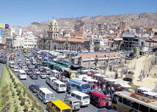 Пробки в самой высокой столице мира Ла-Пасе, расположенной в Андах на высоте 3 684 м над уровнем моря, менее удушливы, чем московские