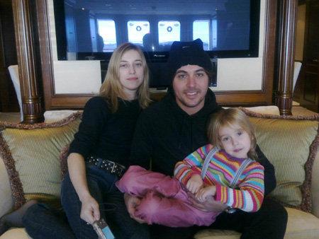 Алексей с дочкой Мией и женой Катей