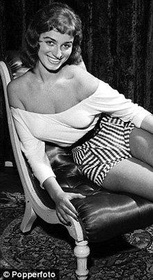 Джеки Коллинз в 1954 году