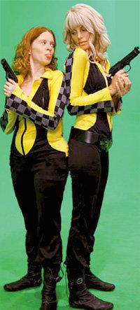 Для Кати и Маши сшили несколько пар одинаковых костюмов