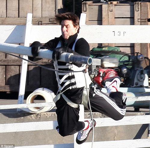 Актёр выполнял опасный трюк сам, без дублёров. Фото Daily Mail