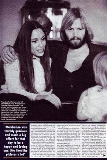 Маршелин и Джон улыбаются маленькой Анджелине