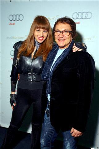 Молодой отец Дмитрий ДИБРОВ с женой Полиной