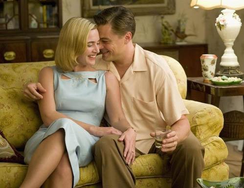 В фильме Дорога перемен Кейт пришлось играть сексуальную сцену с ДиКаприо на глазах у мужа.