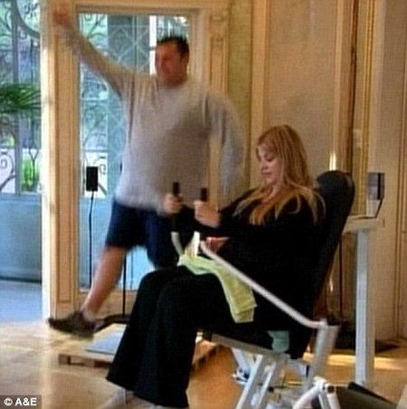 Кристи истязает себя в спортзале, чтобы скинуть 40 кило - фото The Daily Mail