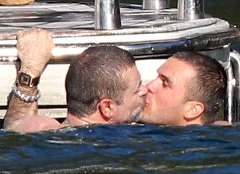 Джордж взасос целовался со своим новым другом под лучами австралийского солнца. Фото: Daily Mail