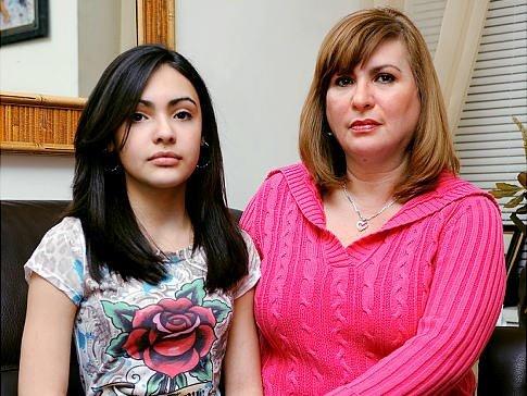 12-летняя школьница и ее мама твердо намерены отсудить миллион долларов за нарушение прав ребенка.