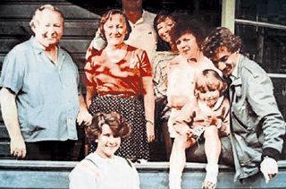 Николай ФОМЕНКО с первой семьёй: женой Еленой, её родителями и дочкой Катей