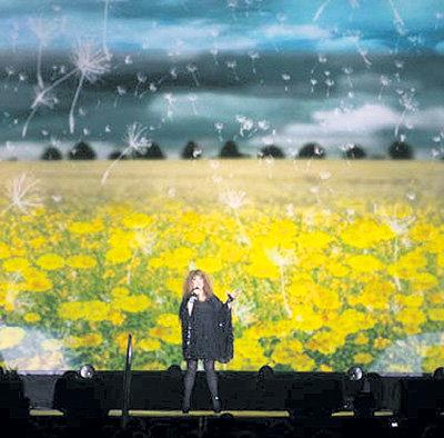 Шикарные декорации Аллы Борисовны КРАСНОВ создал для её прощального концерта