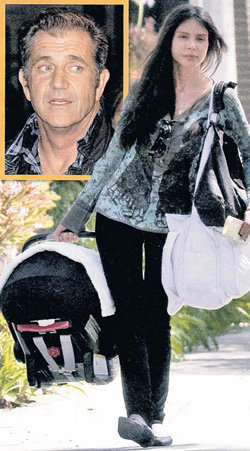 ГРИГОРЬЕВУ с малышкой Лусией нередко можно видеть на улицах Сан-Фернандо-Вэлли. (Мел ГИБСОН в квадрате)