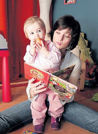 Александра УРСУЛЯК с дочкой Анечкой (2006 г.) (фото PhotoXPress)