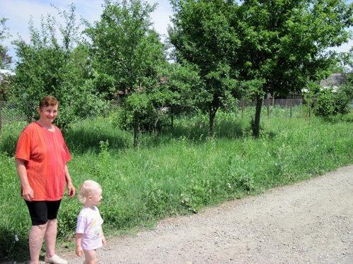 Футбольное поле, на котором Роман Павлюченко учился играть в футбол, давно заросло травой