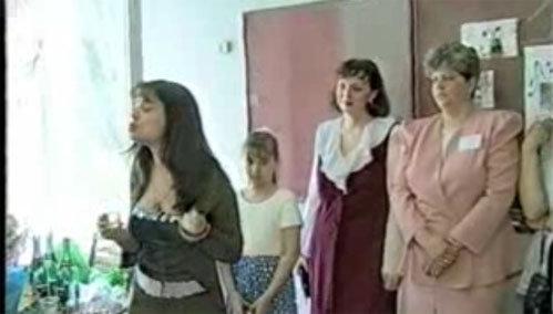 Выпив с учителями водочки, Наташа пожелала им доброго здоровья.
