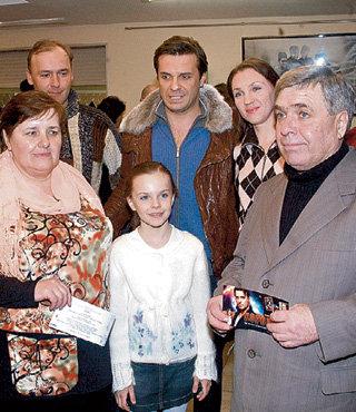 Семья кинозвезды: брат Андрей, жена Виктория, мама Зинаида, дочь Маша и папа Виконт (2007 г.)