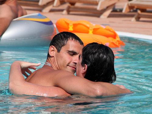 Уроки плавания: Дима так и норовил лишний раз обнять свою ненаглядную