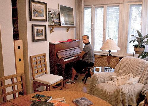 - На пианино хорошо играют все члены моей семьи. Вам что сбацать - «Мурку» или из «Лебединого озера»?