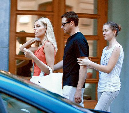 Кирилл с дочкой Настей и любимой девушкой Сашей