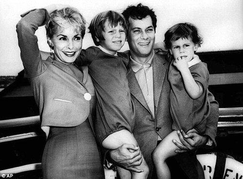 С первой женой Дженет и дочерьми Келли и Джейми Ли