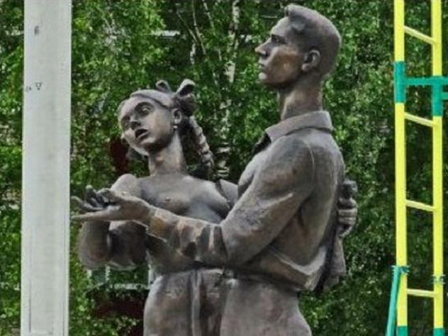 Иерей установил вСергиевом Посаде «обнаженный» монумент выпускникам 1941 года
