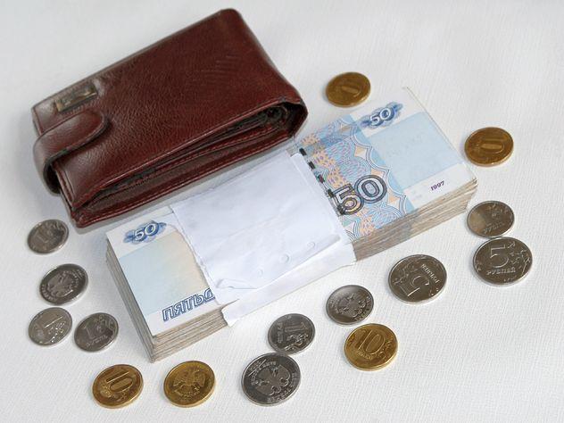 В РФ савгуста работающим пенсионерам поднимут пенсии