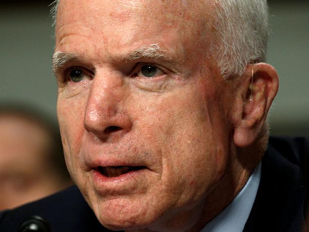 «Врачи дают мне от 3 до 14 процентов на выздоровление. Вы понимаете, что это крайне негативный прогноз», — прокомментировал состояние своего здоровья сам Маккейн.
