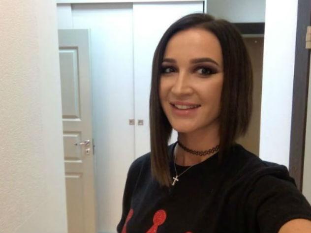 Ведущая Ольга Бузова выставила провокационную фотокарточку сголой грудью